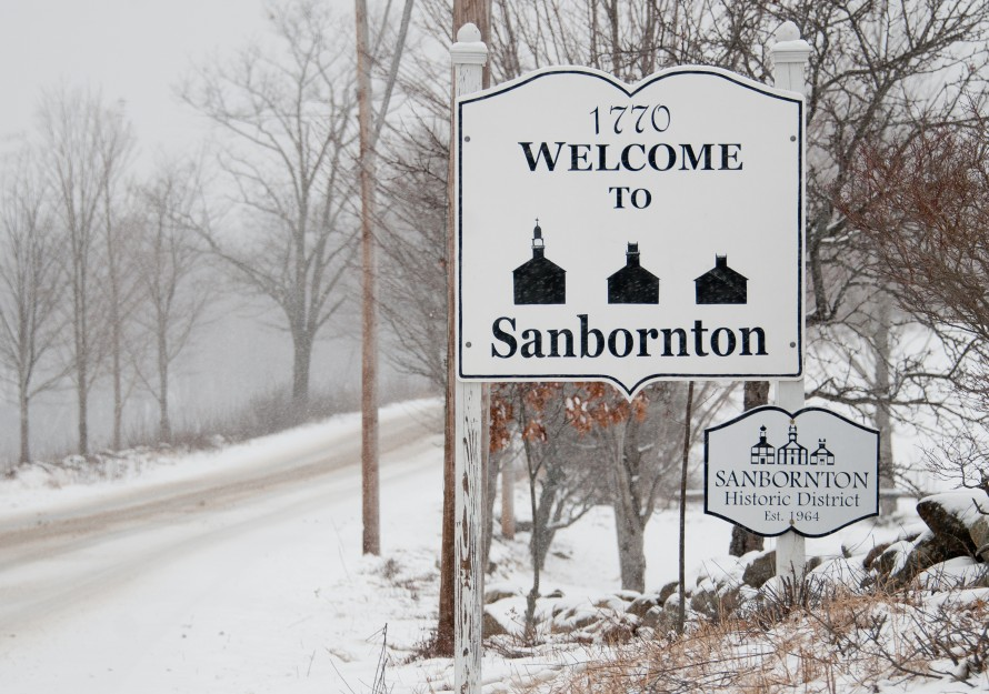 Sign_welcoming_to_town-890x625